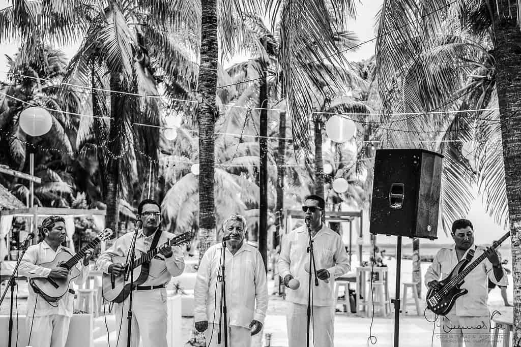islamujeres-buhos-weddingphotography-courtneyneal38